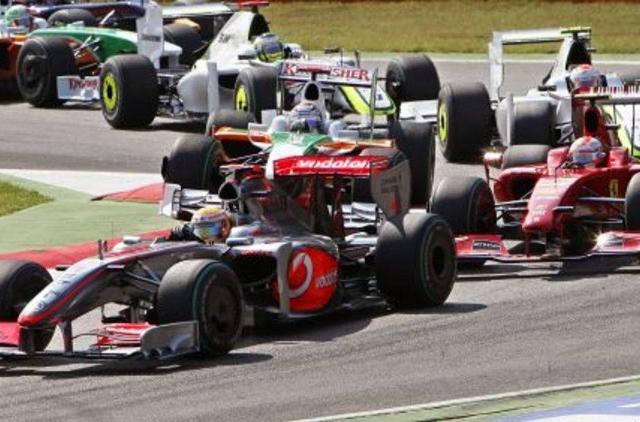 L.Hamiltonas Monzoje ilgą laiką važiavo trečioje vietoje
