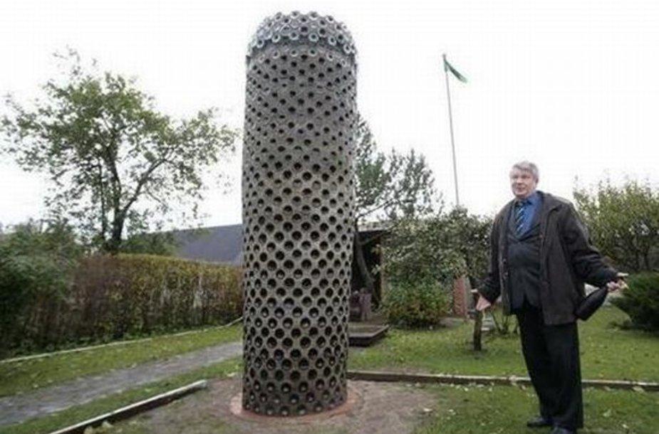 Falo skulptūra Narvoje