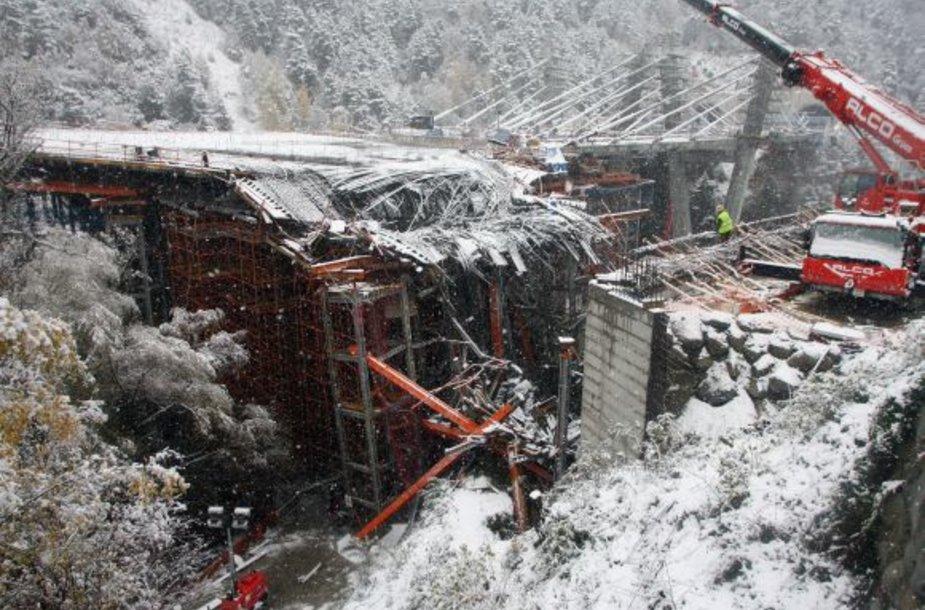 Andoroje sugriuvo tiltas