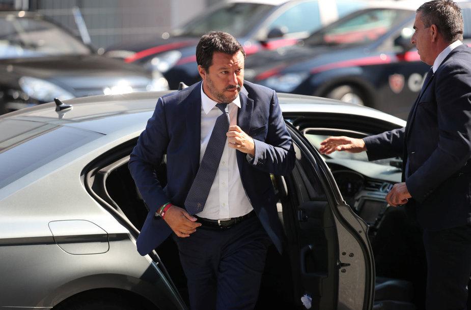 Vidaus reikalų ministras Matteo Salvini atvyksta į laidotuvių ceremoniją.
