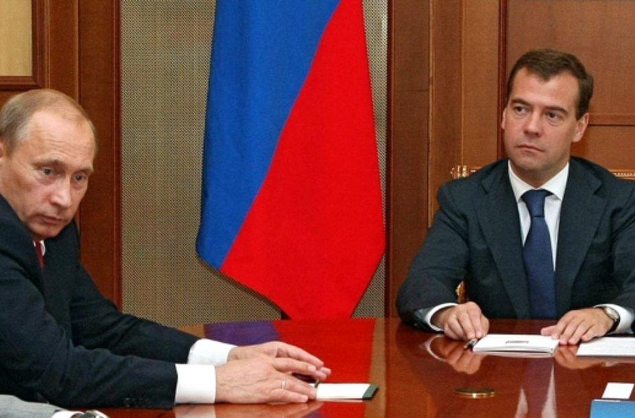 Rusijos premjeras ir prezidentas laukia, kokių veiksmų prieš jų šalį išdrįs imtis Europa.