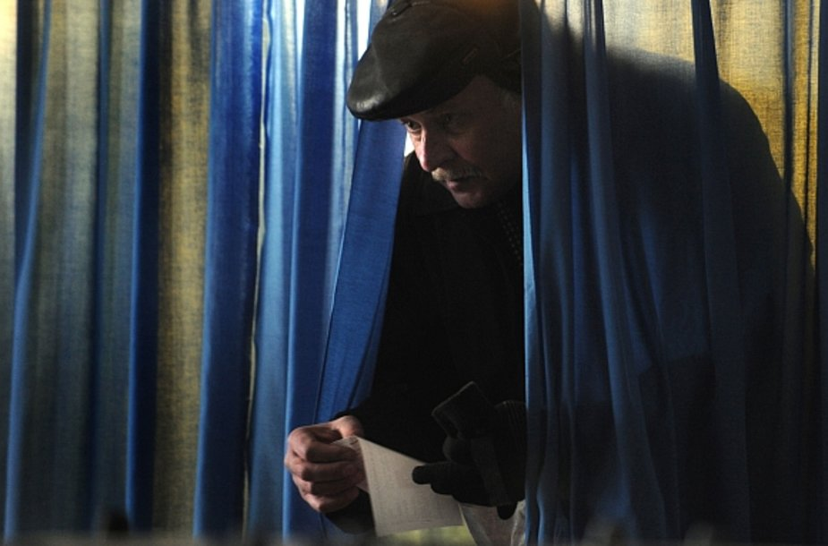 Ukrainiečiai sekmadienį renka naują šalies vadovą.