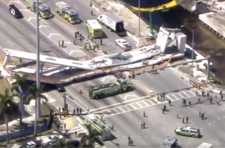 Sugriuvęs tiltas Floridos tarptautiniame universitete
