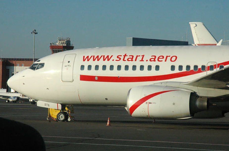 """Bendrovės """"Star1 Airlines"""" lėktuvas Vilniaus oro uoste"""