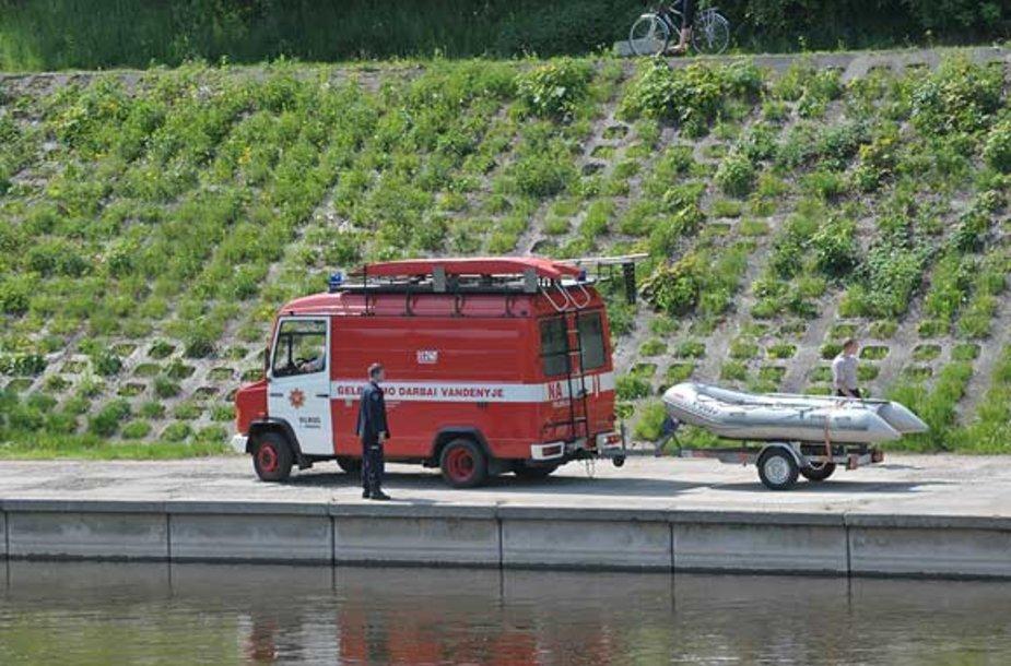 Vilniuje, prie Žvėryno tilto, ištrauktas skenduolis