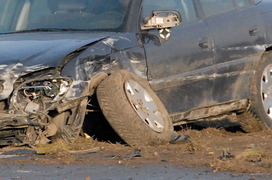 Greitkelyje sudaužyti automobiliai