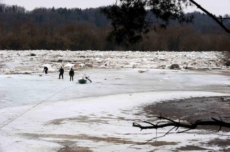 Prireikus, kariuomenė būtų pasiruošusi šalinti ledų sangrūdas upėse.