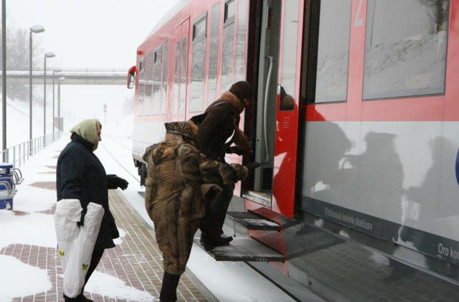 """Naujieji """"Lietuvos geležinkelio"""" pirkiniai greitu laiku neatsipirks, tačiau esą padės įmonei sutaupyti elektros energijos bei remontų išlaidoms."""