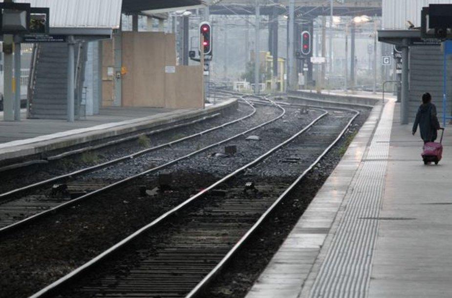 Streiko metu kursuoja Prancūzijoje kursuoja maždaug pusė traukinių