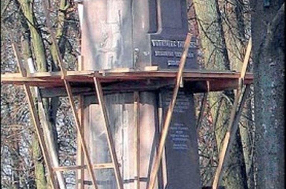 9 metrų paminklas Vytautui Didžiajam.