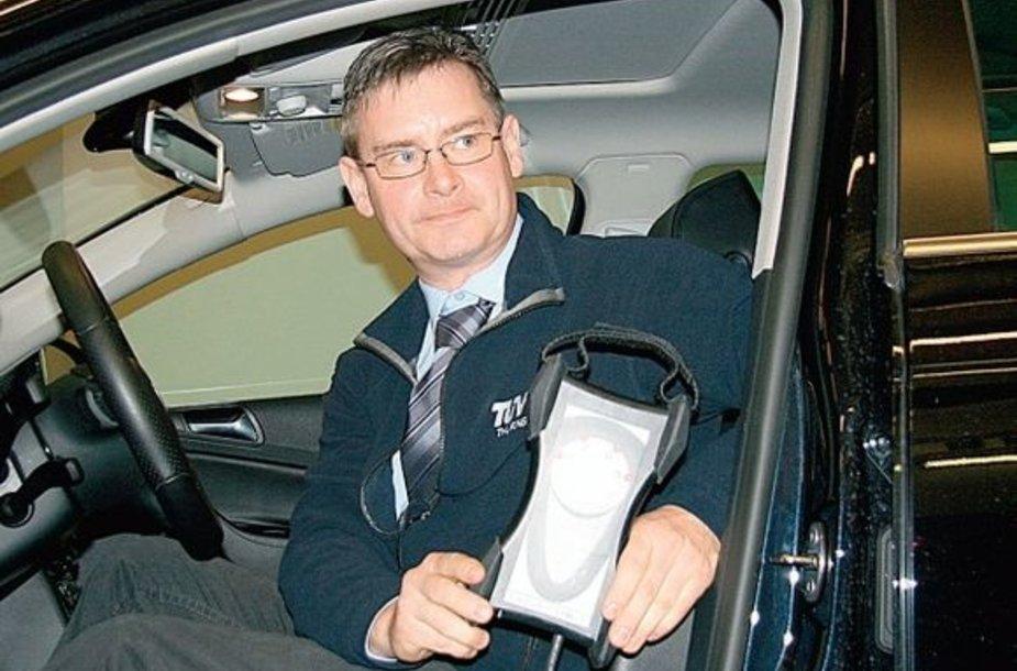 Vokietijos specialistai mokė lietuvius, kaip atpažinti automobilio elektroninių sistemų klastotes.