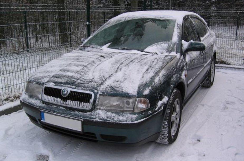 """Apžiūrėjus """"Škoda Octavia"""" jo bagažinėje aptikta 4580 pakelių  cigarečių """"Jing Ling"""" su rusiškomis banderolėmis."""