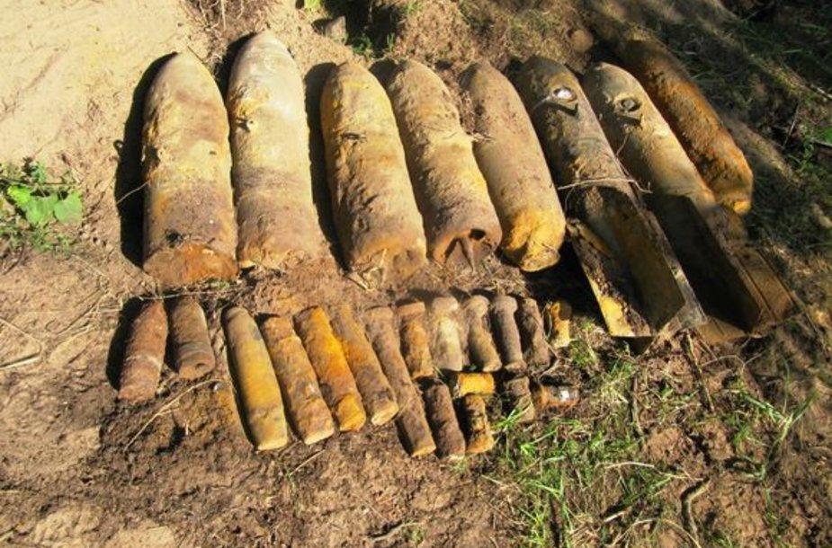 Per išminavimo operaciją rastas didelis kiekis bombų.