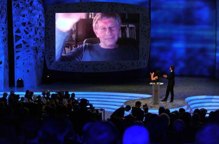 Romanas Polanskis apdovanojimų ceremonijoje dalyvavo virtualiai.