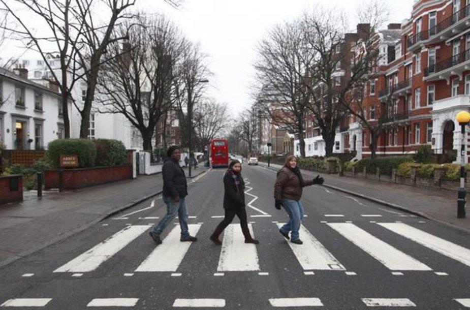 "Žymioji perėja prie garso įrašų studijos ""Abbey Road""."