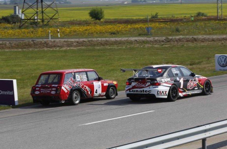 Dalyviai ketvirtadienį  išbandė lenktynių trasą.