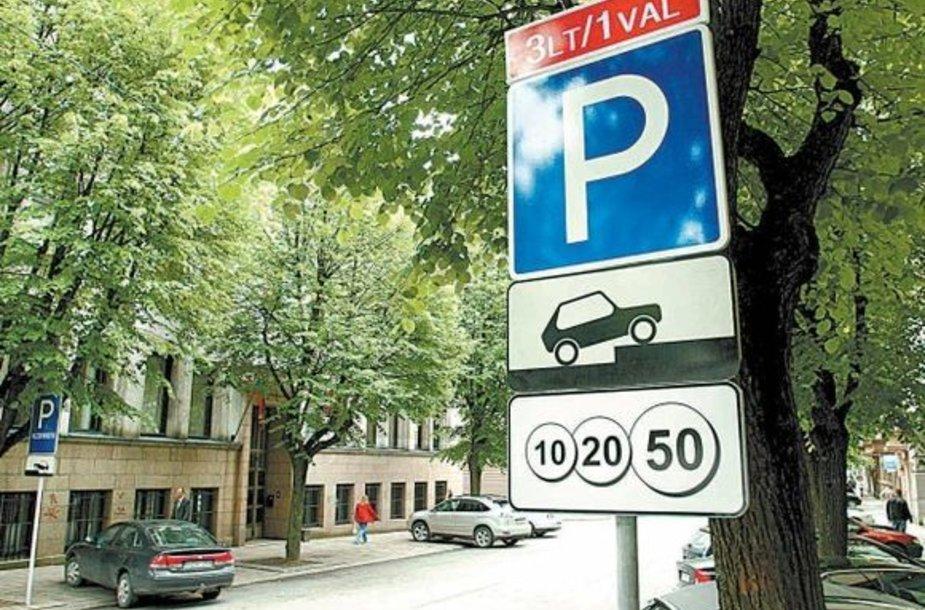 Nė vienas Kauno tarybos narys nėra įsigijęs specialaus leidimo, suteikiančio teisę palikti automobilį kurioje nors mokamoje Kauno gatvių vietoje.