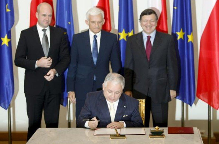 Lenkijos prezidentas L.Kaczynskis šeštadienį pasirašė Europos Sąjungos Reformų sutartį.