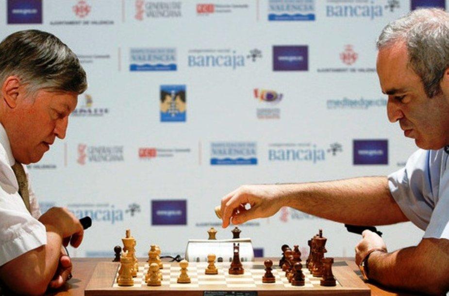 Garis Kasparovas nesunkiai įveikė Anatolijų Karpovą.