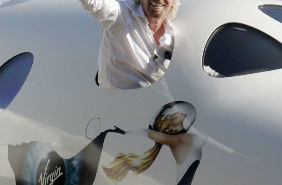 Richardas Bransonas pristato futuristinį lėktuvą