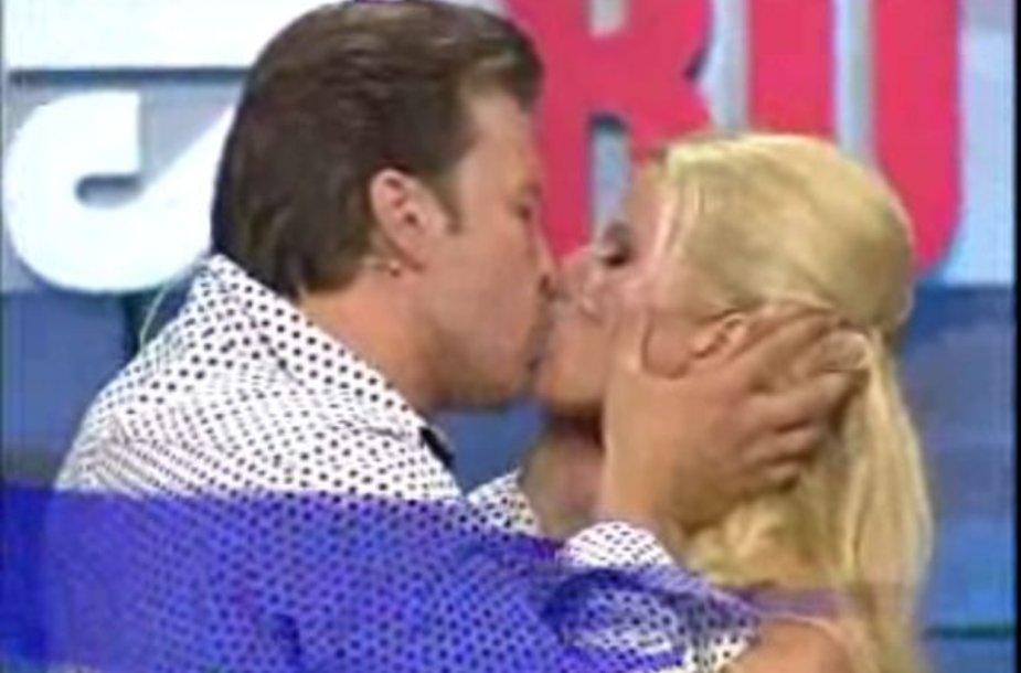 Dariaus Petkevičiaus ir Rūtos Mikelkevičiūtės bučinys
