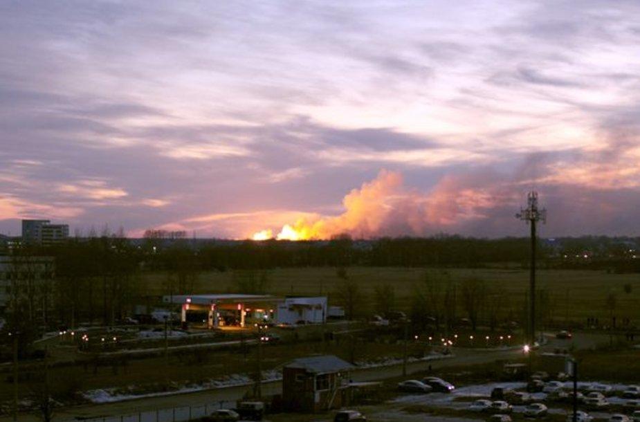 Uljanovsko mieste (Rusija) penktadienį kilo gaisras kariniame sandėlyje, kuriame buvo laikomi šaudmenys.