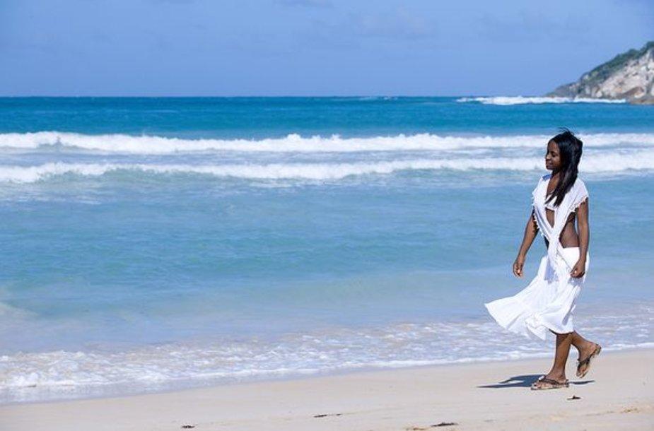 Nauja mada – vandenyje tirpstanti suknelė.