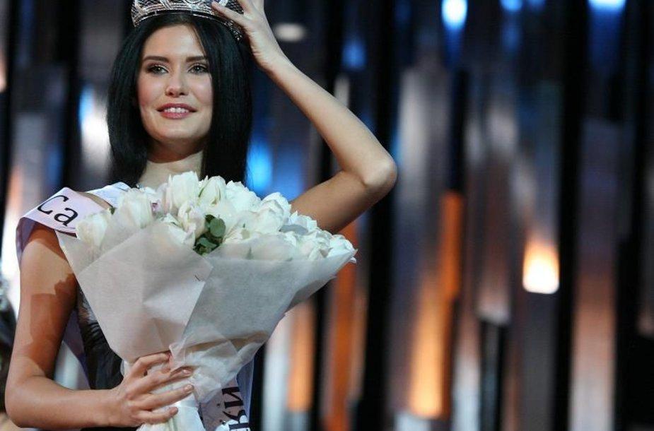 """""""Mis Rusijos 2009"""" karūna pasipuošė Sofija Rudjeva iš Sankt Peterburgo."""