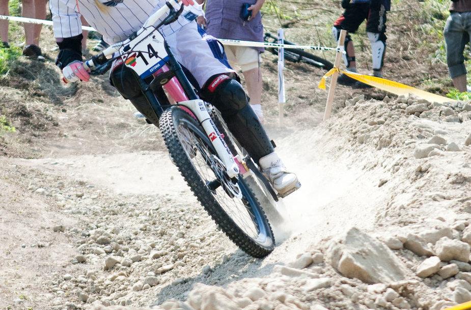 Kalnų dviračių sportas. Asociatyvinė nuotrauka.