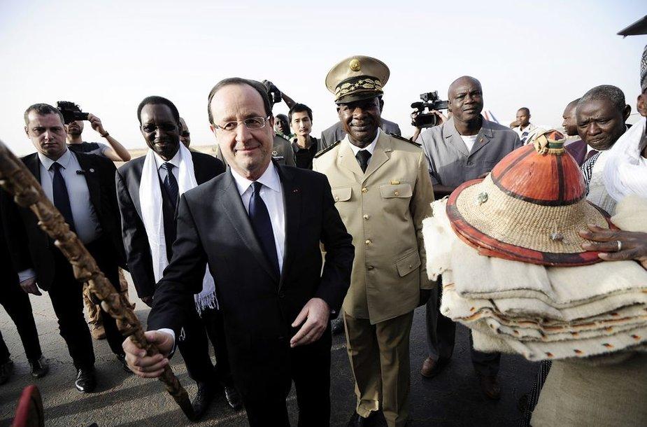 Prancūzijos prezidentas Francois Hollande'as šeštadienį atvyko į Malį.