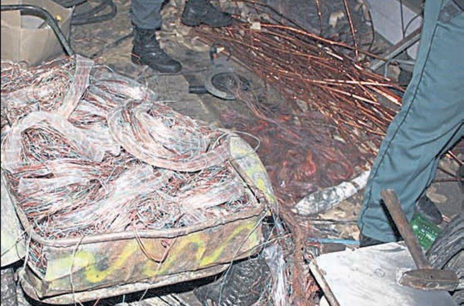 Teigiama, kad šalyje šimtai tonų metalo superkama nelegaliai.