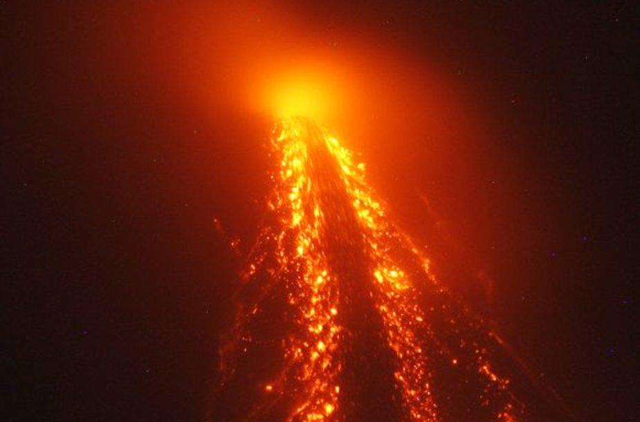 Filipinų pareigūnai padidino pavojaus lygį aplink aktyviausią šalies Majono ugnikalnį ir įspėjo, kad artimiausiomis dienomis jis gali išsiveržti. Pavojaus zona aplink ugnikalnį taip pat išplėsta iki 10 kilometrų.