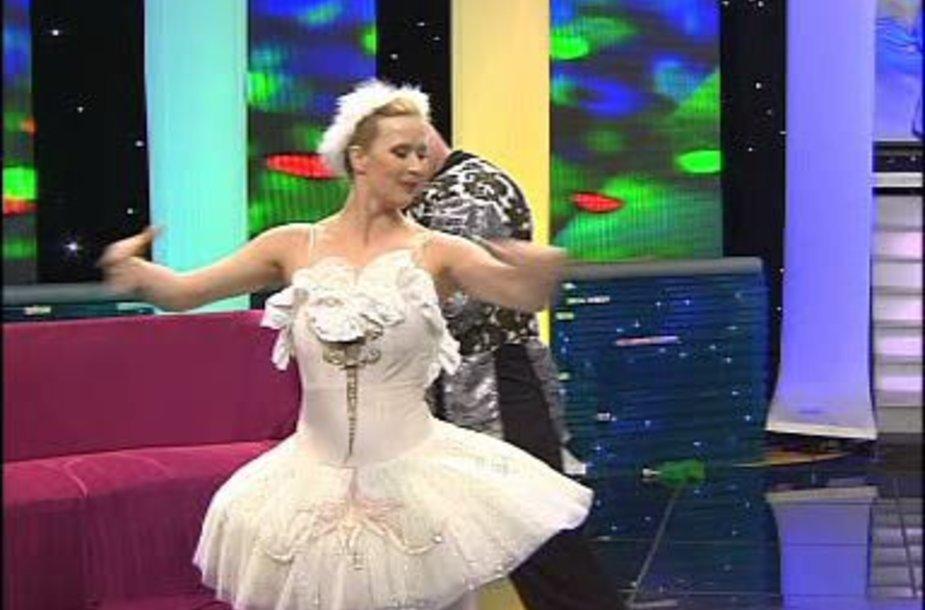 30-ojo gimtadienio proga Deiviui Renata LNK studijoje šoko baletą.