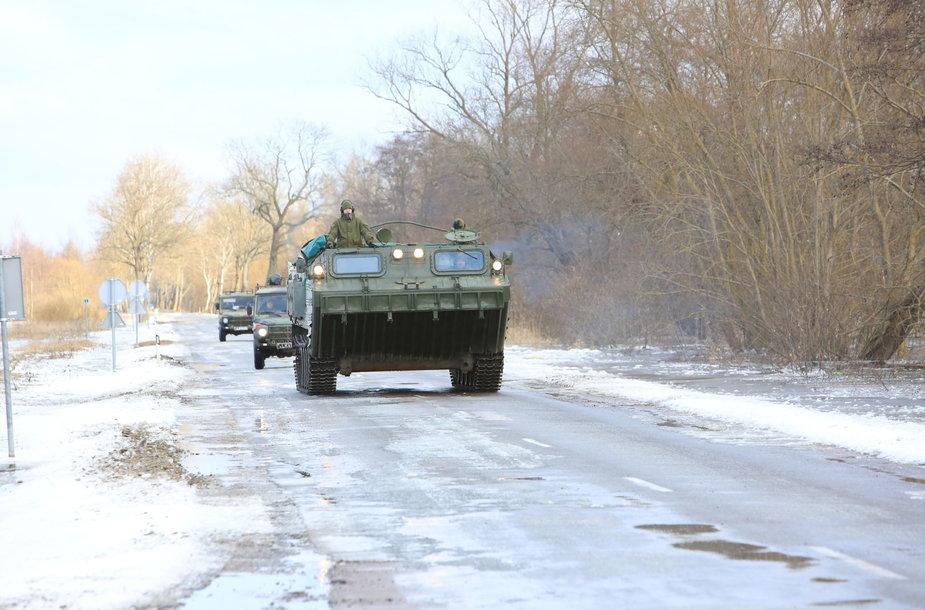 Potvynio užlietose teritorijose padeda kariai
