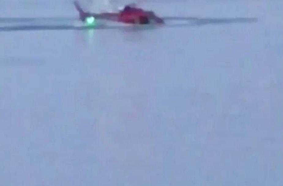 Niujorke į upę nukrito sraigtasparnis