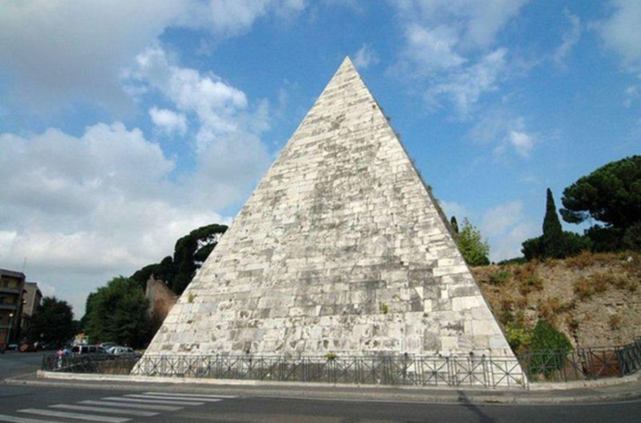 Piramidė Romoje buvo pastatyta kaip turtingo romėno Gaius Cestius kapavietė.
