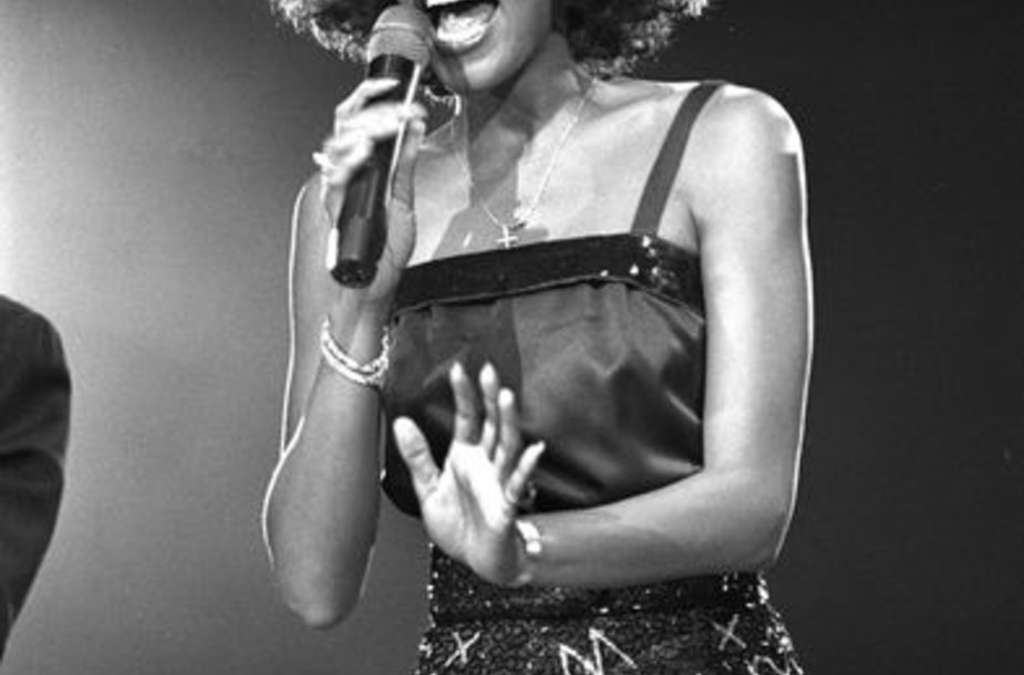 Whitney Houston (1988 m.)