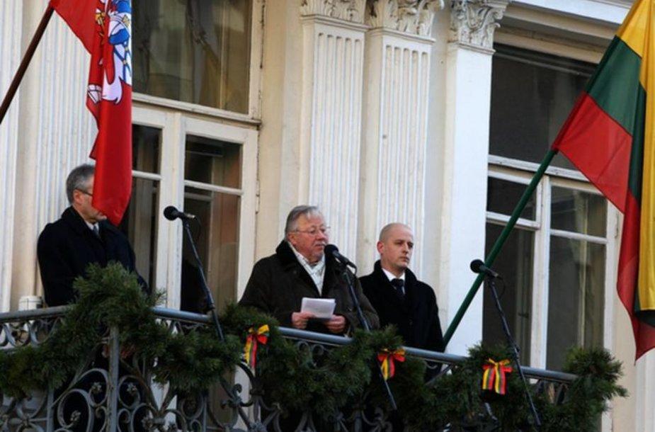 Vytautas Landsbergis sako kalbą.