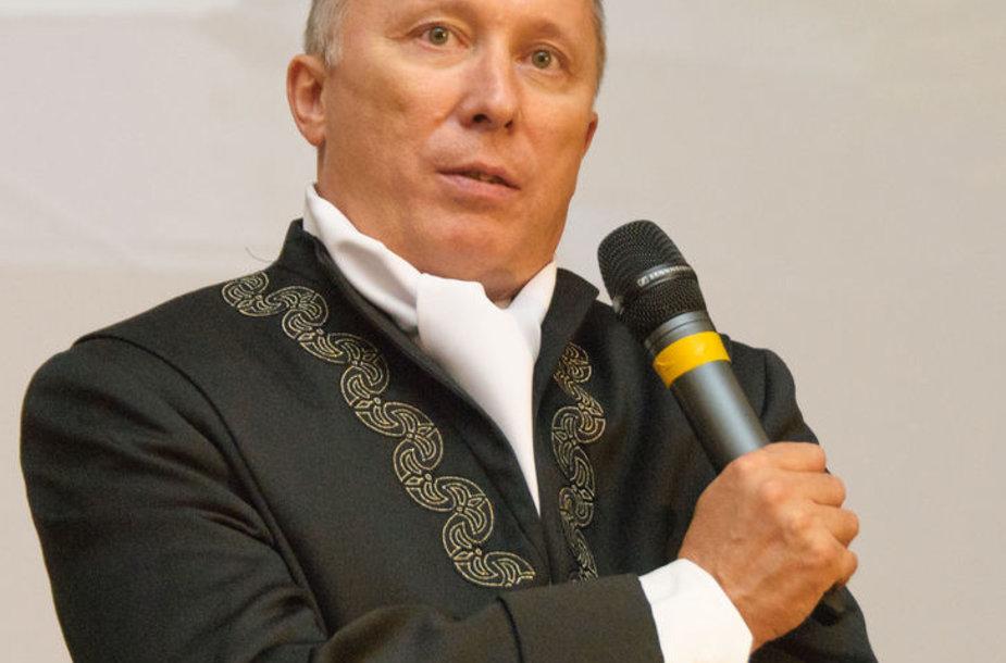 Debatų organizatorius ir moderatorius KTU, Socialinių mokslų fakulteto, Politikos ir viešojo administravimo instituto direktorius, prof. Algis Krupavičius