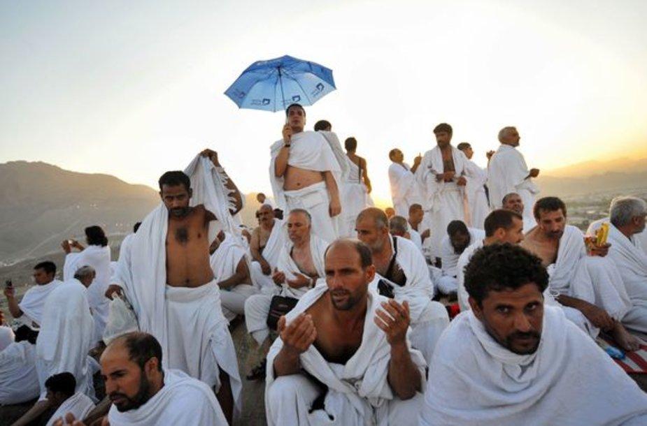 Musulmonai atlieka hadžo apeigas.