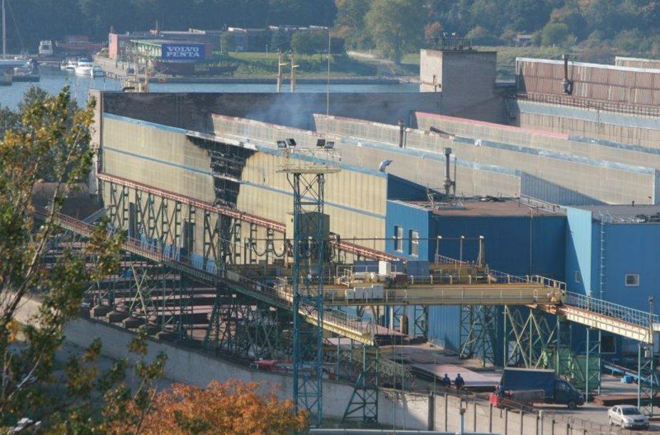 """Gaisras """"Baltijos laivų statykloje"""""""