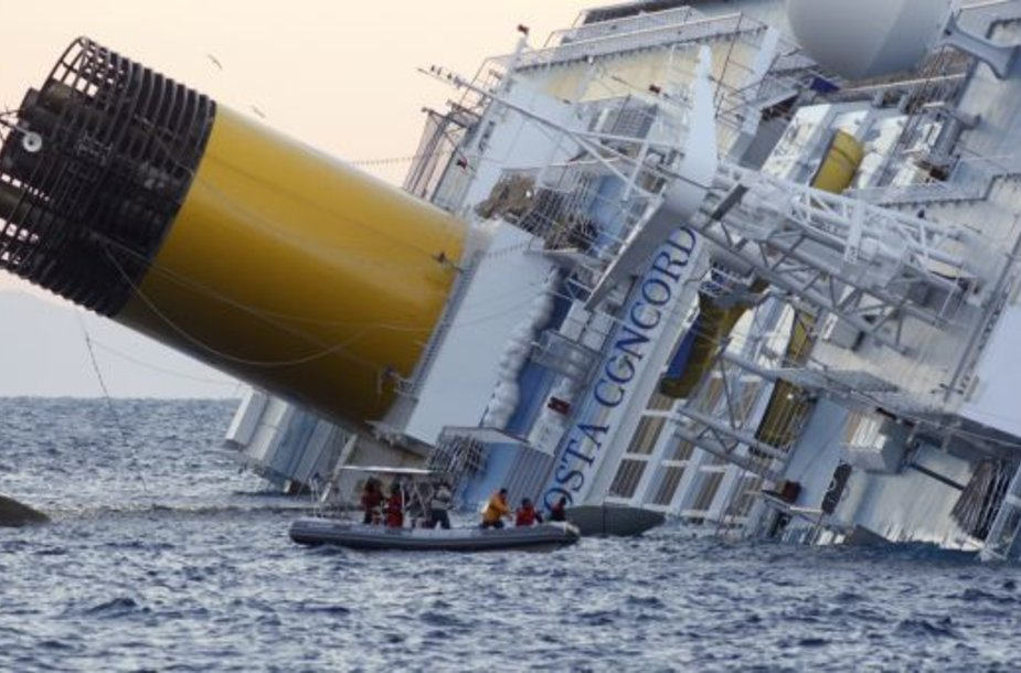 """""""Costa Concordia"""" keleivių gelbėjimo operacija"""