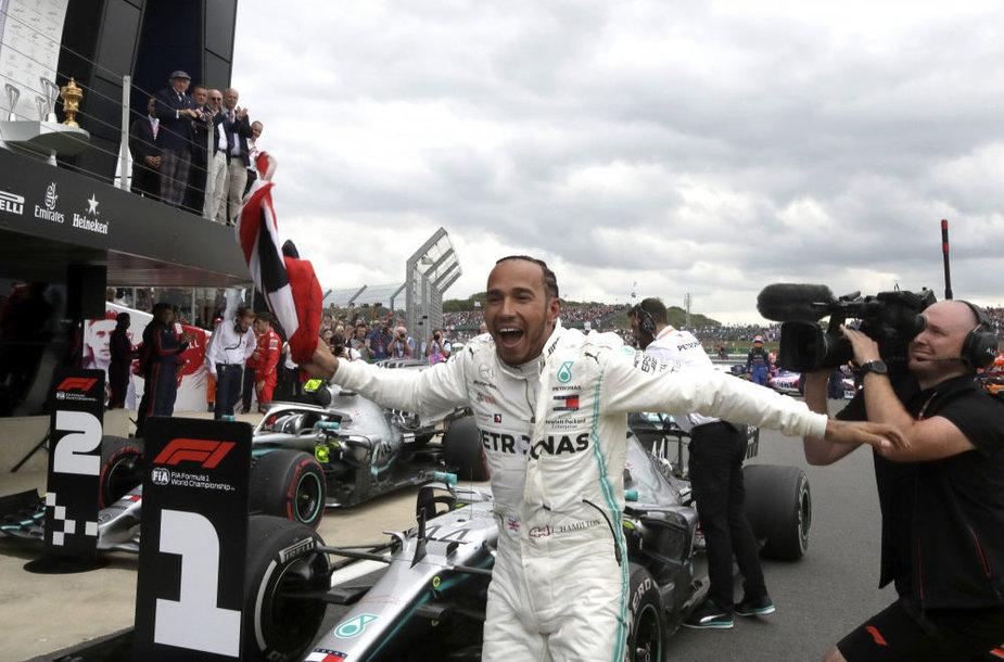 Didžiosios Britanijos GP laimėjo Lewisas Hamiltonas