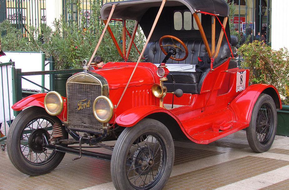 Modifikuotas Model T. Dalis šių automobilių gamyklą paliko raudoni. (order_242, Wikimedia(CC BY-SA 2.0)