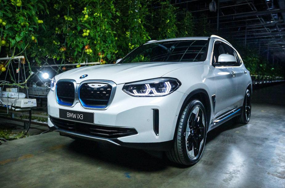 Elektrinis visureigis BMW iX3