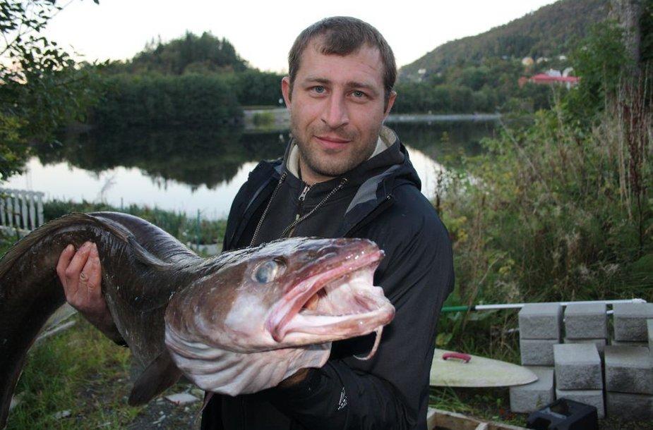 Ramūnas N. Norvegijoje sumeškeriojo 13,6 kg langę (giliavandenę menkę)