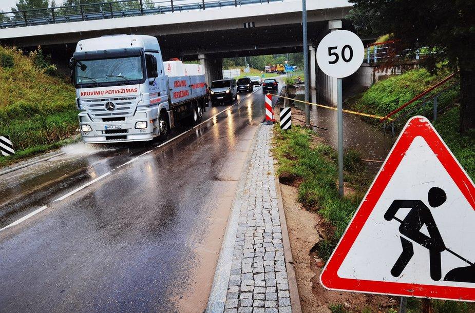 Tvinstantis kelio ruožas ties Avižienių viaduku