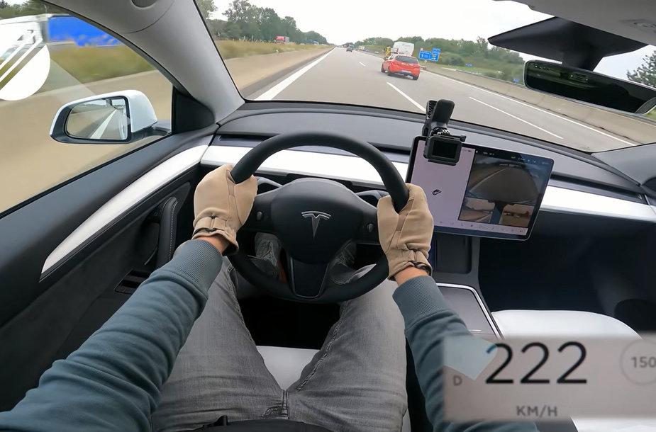 Tesla Model Y greičio riba
