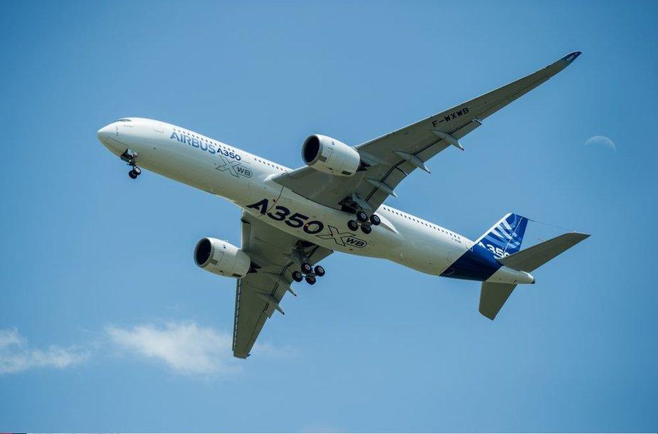 """Europinio firmos """"Airbus"""" lėktuvo A350 pirmasis skrydis"""