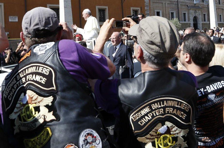"""Popiežius palaimino šimtus tūkstančius """"Harley-Davidson"""" ir jų šeimininkų."""